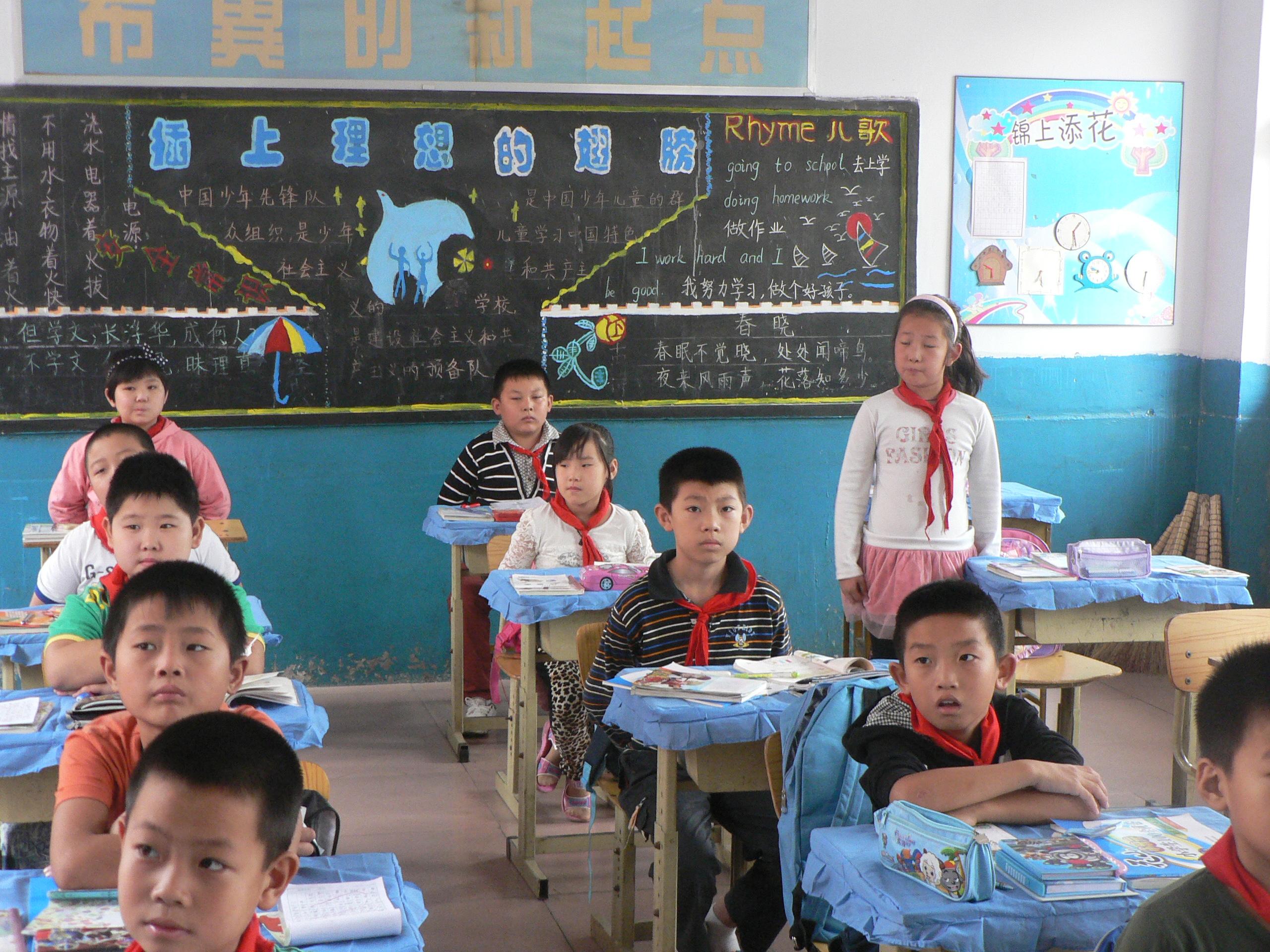 小学美术美丽的染纸教学设计