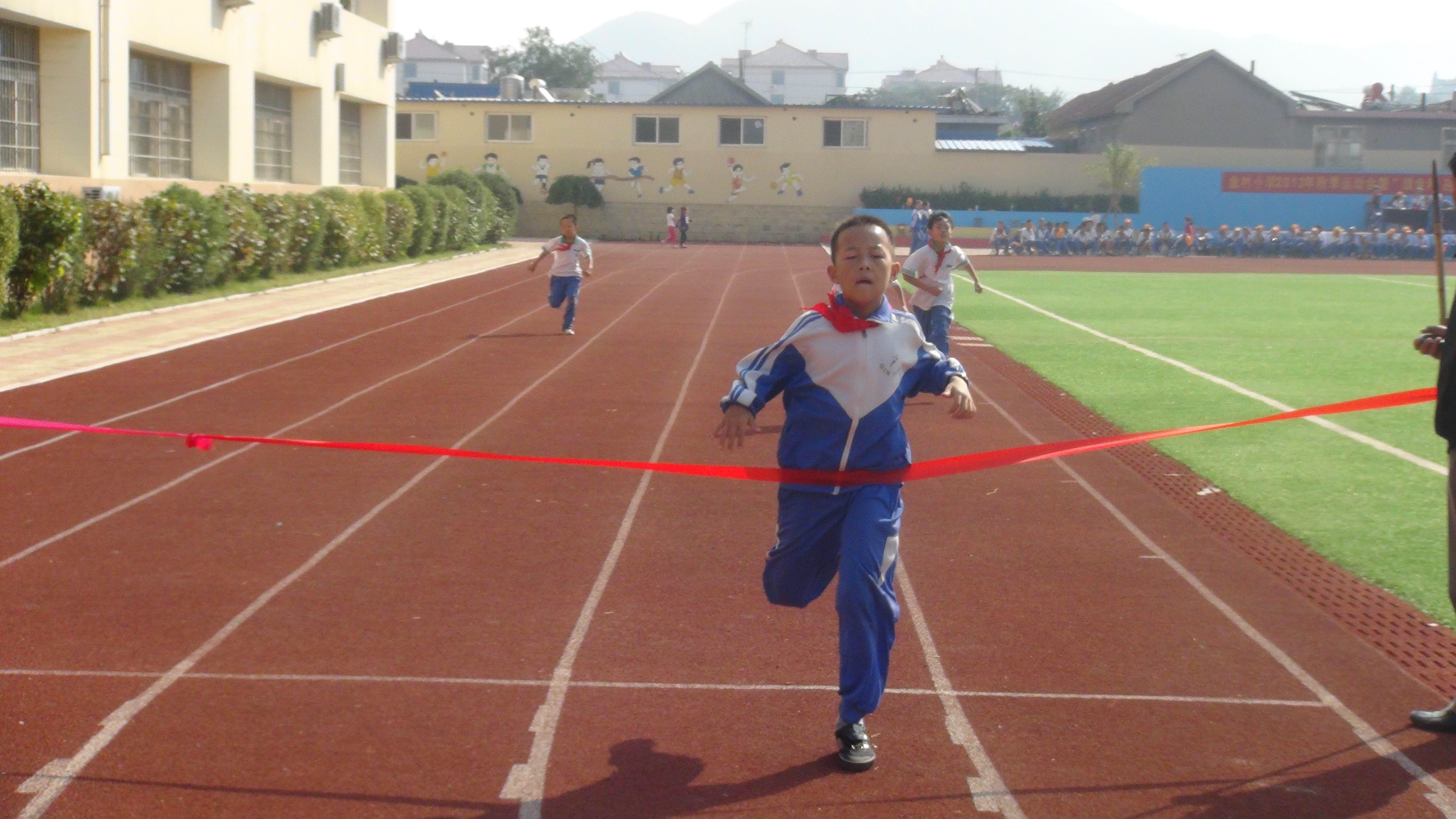 青岛市城阳区金村小学2103秋季田径运动会比赛照片