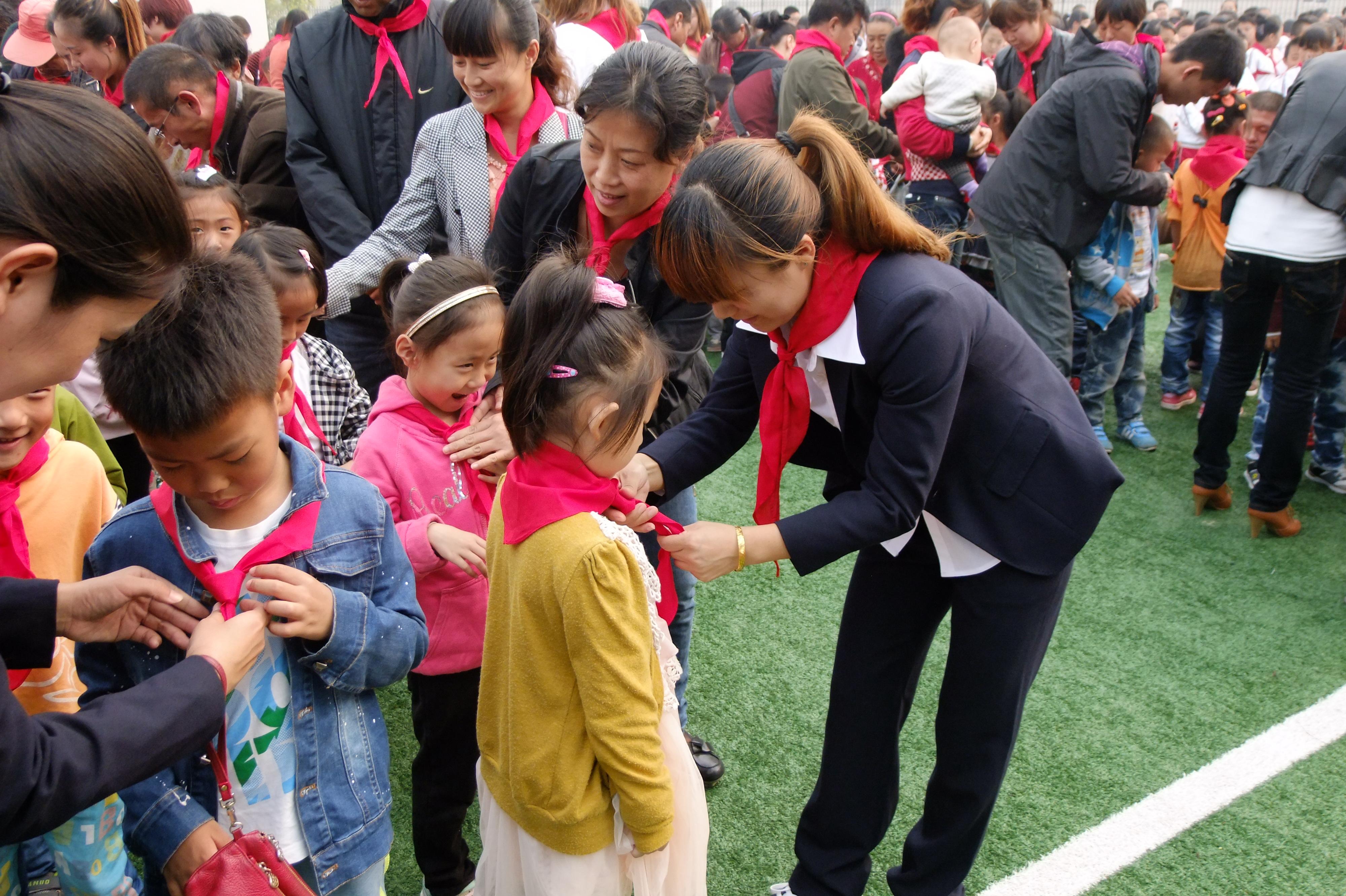秦皇岛市海港区白塔岭小学庆祝建队64周年暨合唱节比赛--快乐童年