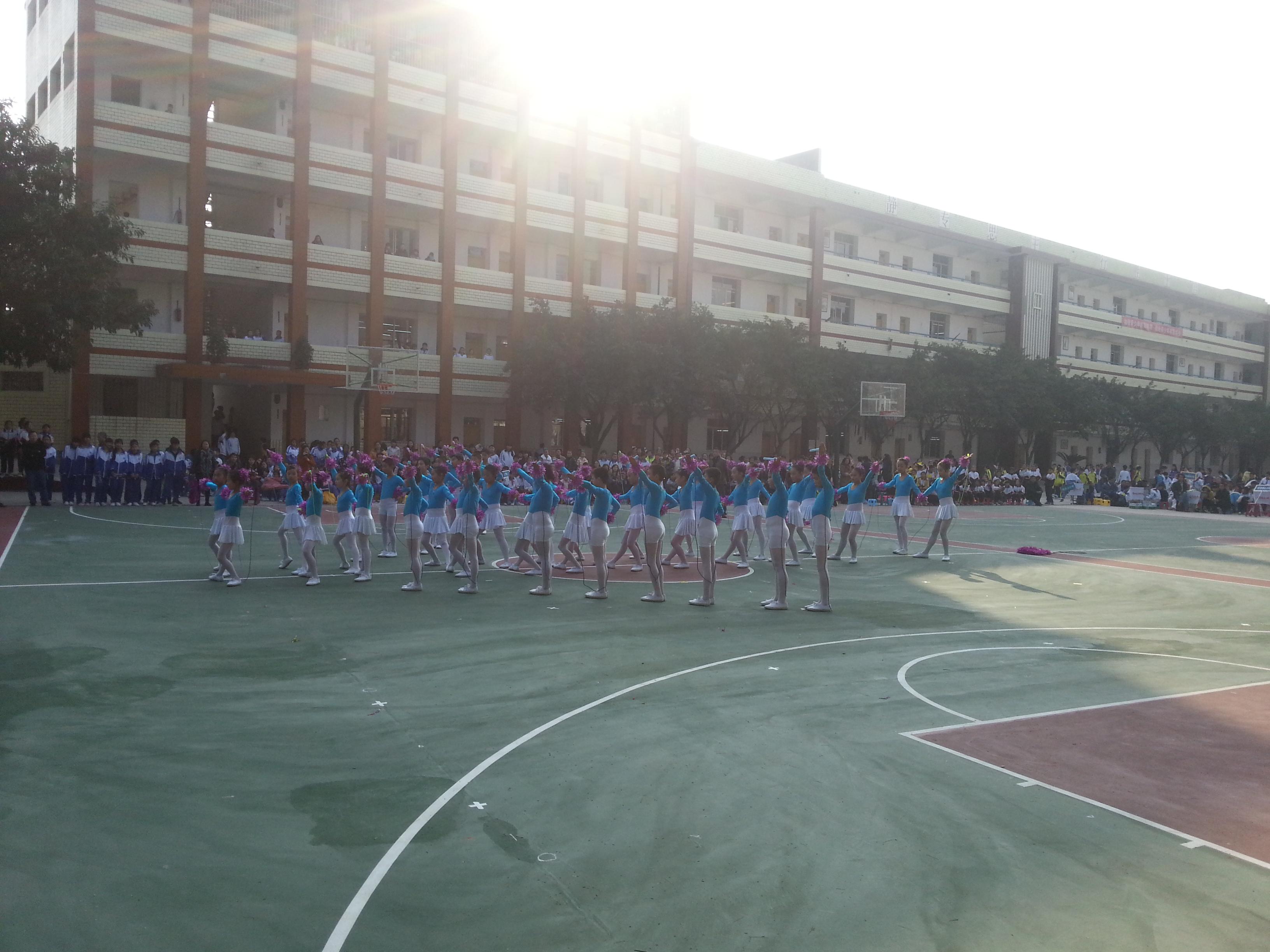 鸿鹤小学参加自贡市自流井区首届千名学生花样跳绳比赛