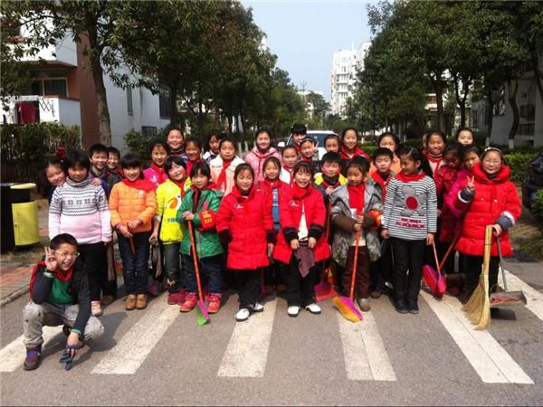 武汉市万科西半岛小学我与雷锋同行2