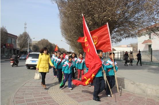 新疆焉耆巴州县七个星镇中心小学开展学雷锋华夏学校太康县图片