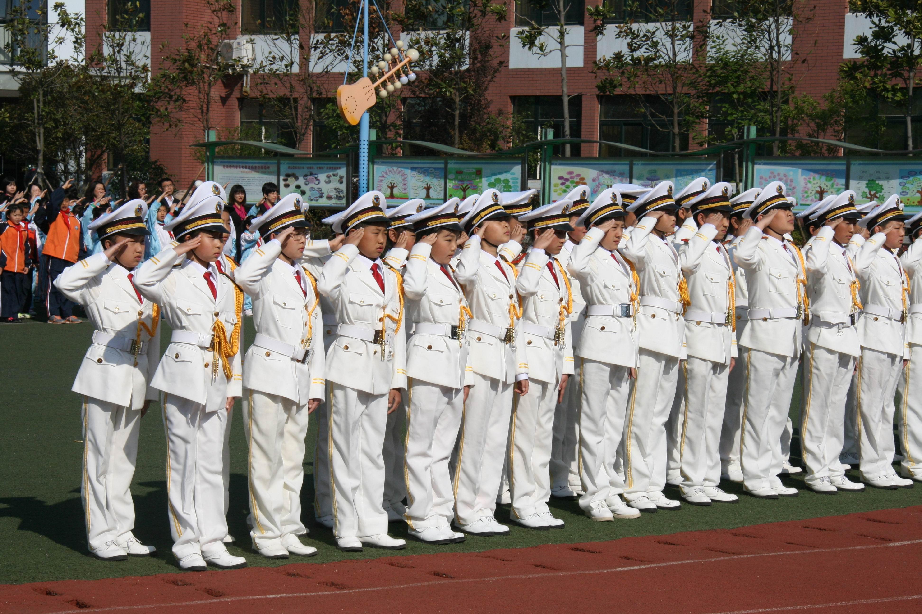 崂山区实验小学首支国旗班成立
