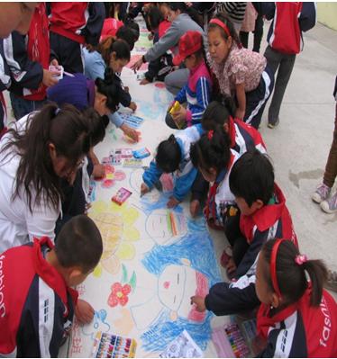 """阿勒泰市喀拉尕什小学少先队举办""""民族团结一家亲,五彩画出新篇章""""图片"""