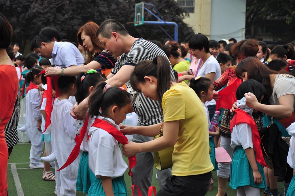 西安市魅力路小学红领巾相约武汉梦社团长缨知行小学中国图片