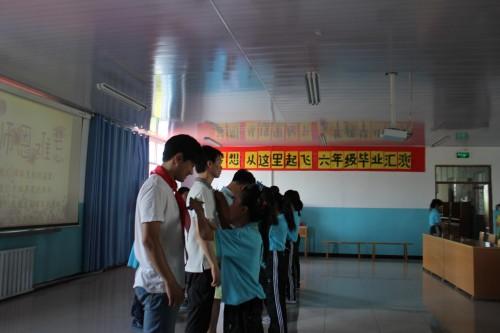 """塔城市二工镇中心学校举办""""梦想从这里起飞""""六年级"""