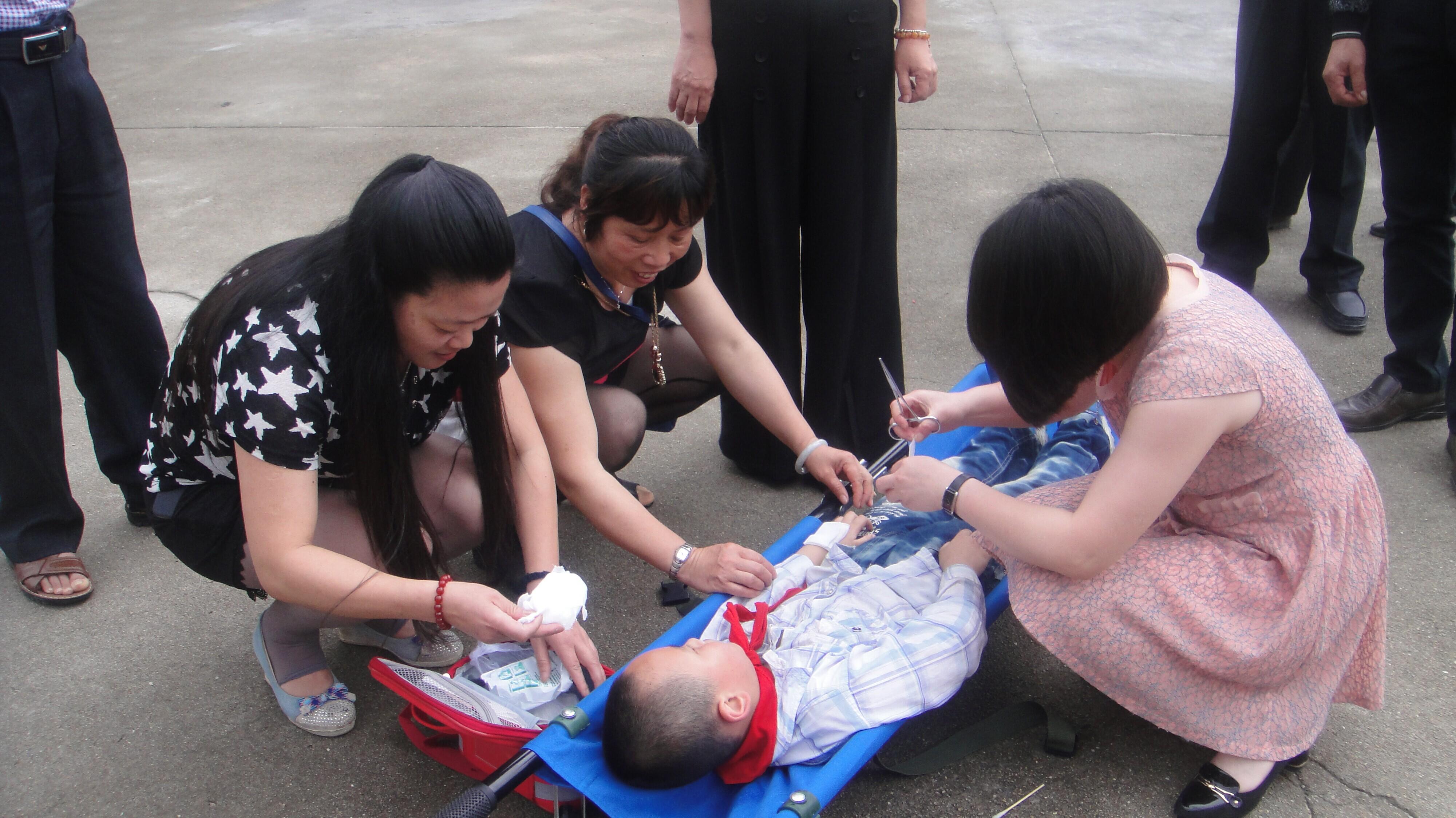 吉巷中心小学开展安全教育系列活动 - 红领巾相
