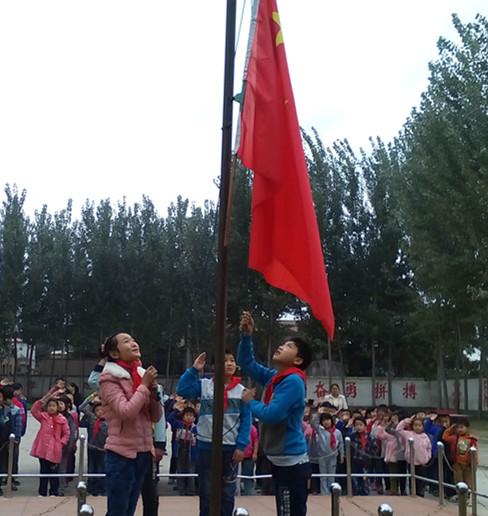 升旗- 晒晒学校的文化产品 - 活动 - 未来网红领巾图片