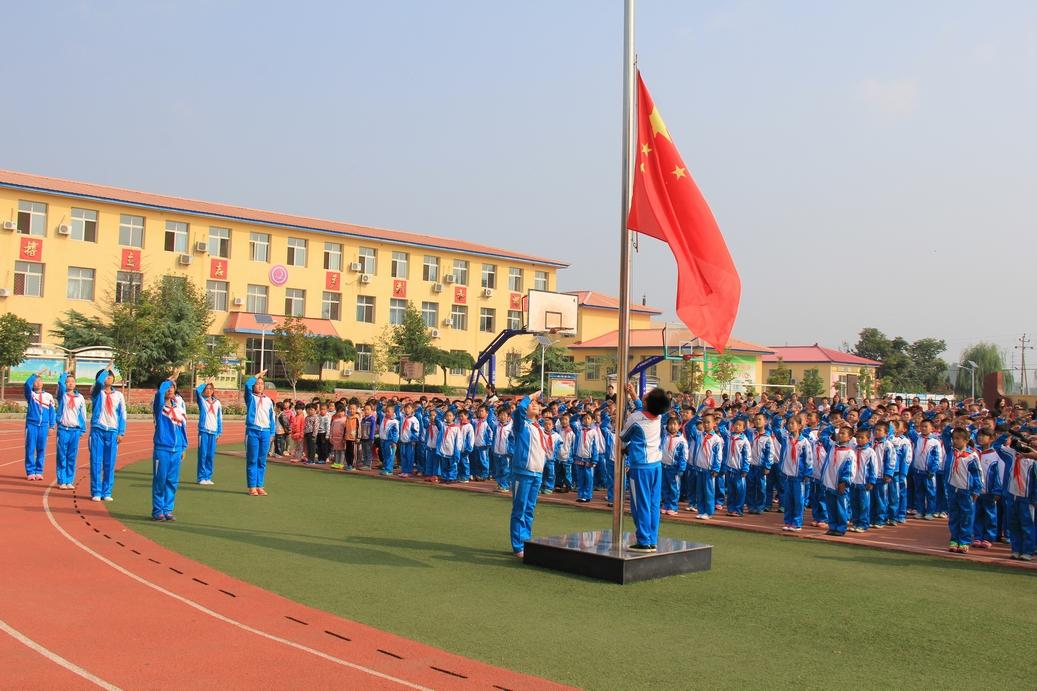 平谷区大兴庄学区升国旗、唱国歌、向国旗敬礼活动