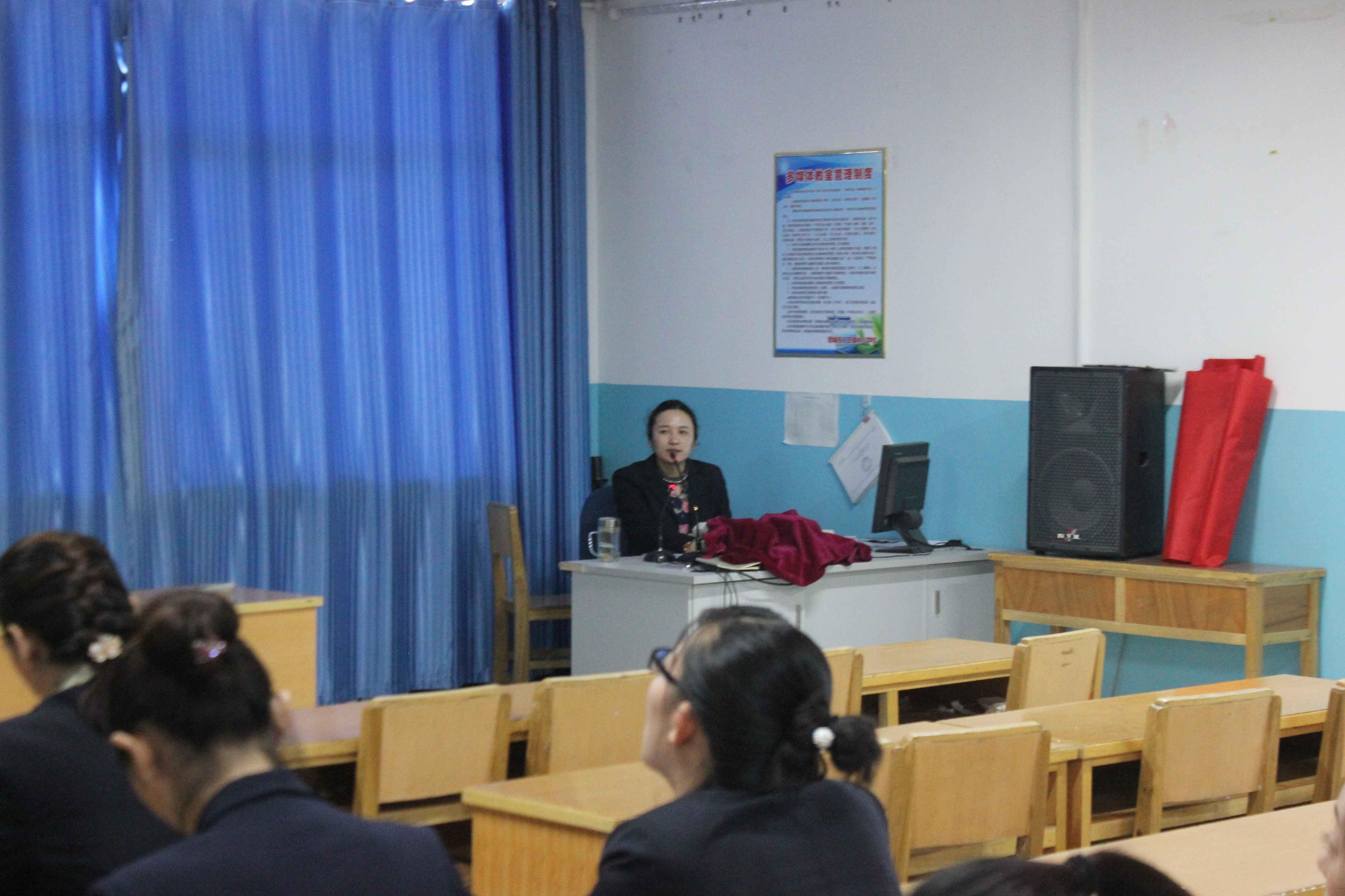 新疆塔城市二工镇中心学校统一思想 齐心协力 积极创建校园文化示范校