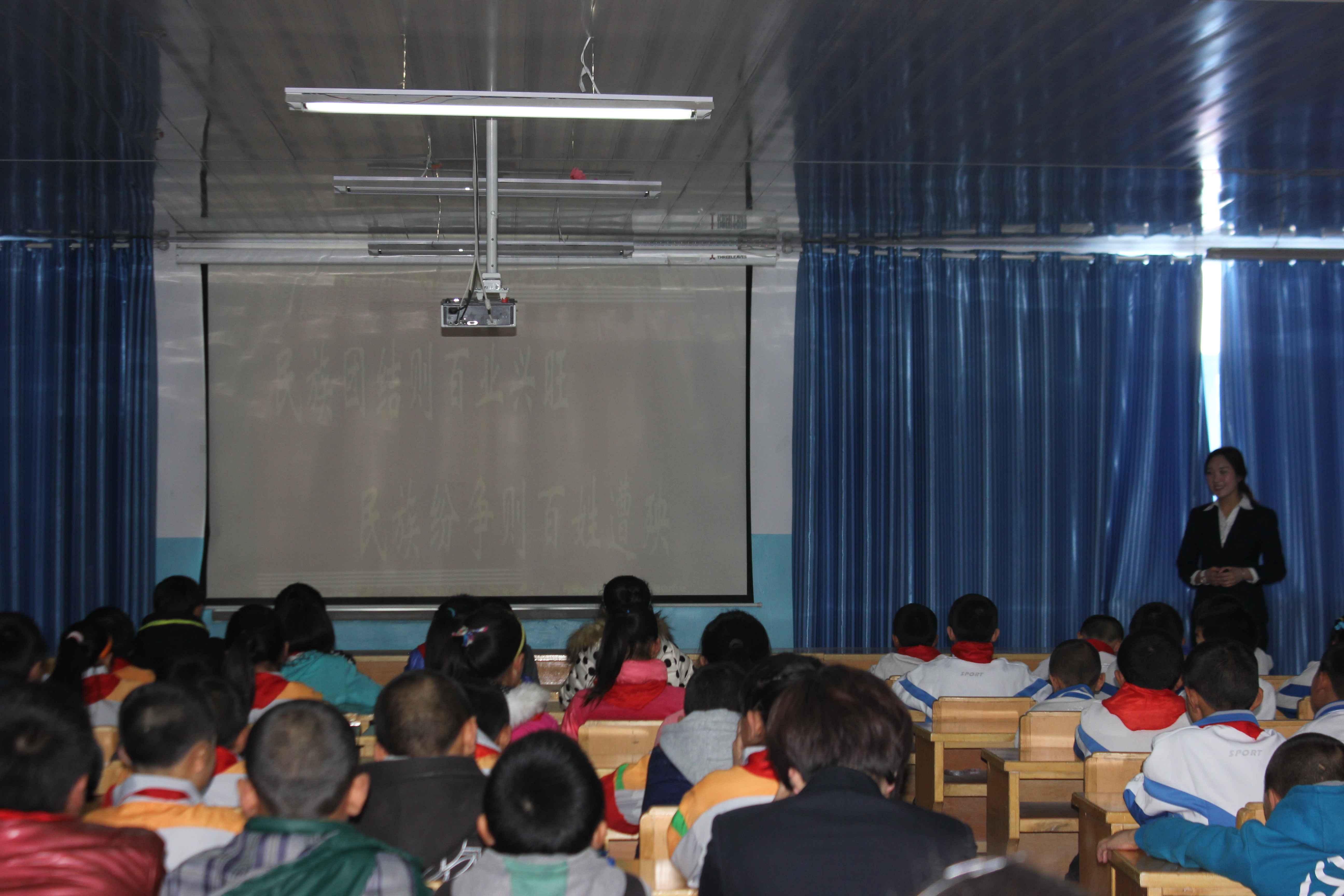 新疆塔城市二工镇中心学校开展