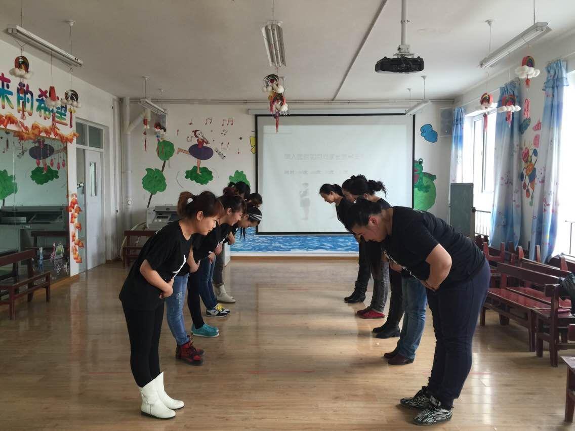 新疆塔城市二工镇中心学校双语幼儿园教师礼仪专题