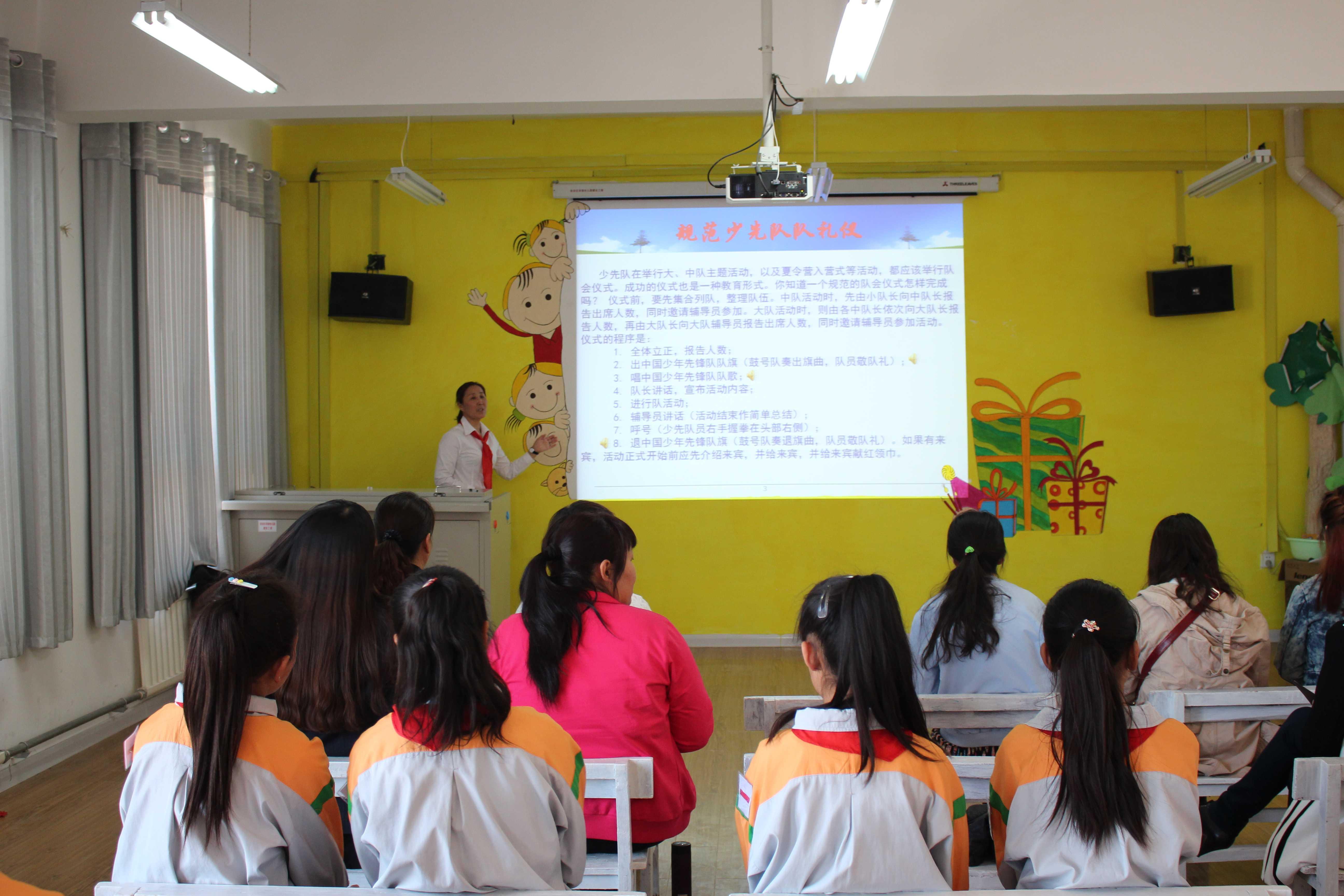 新疆塔城市二工镇中心学校开展班主任