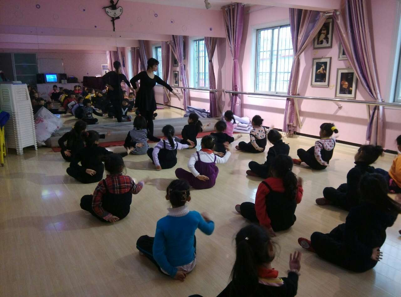 我们教案的舞蹈社团-新闻活动上传-设计-未学校短评优秀教案图片
