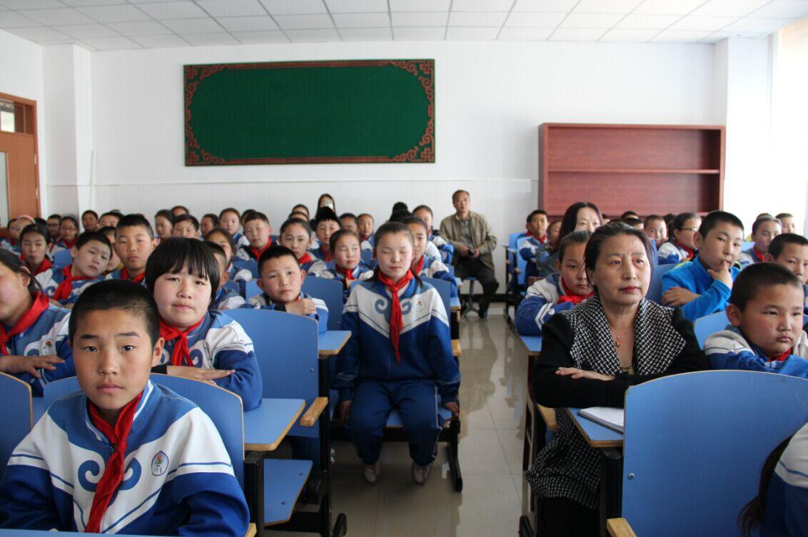 小学生心理健康教育讲座上江小学教师图片