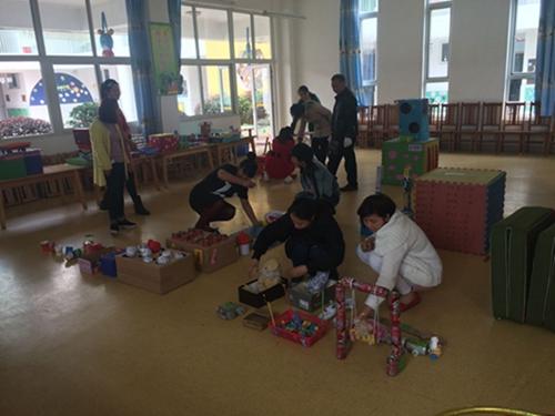 四川省彭州市利安中心幼儿园教师自制教玩具比赛
