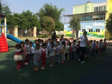 四川省彭州市庆兴中心幼儿园开展地震演练活动
