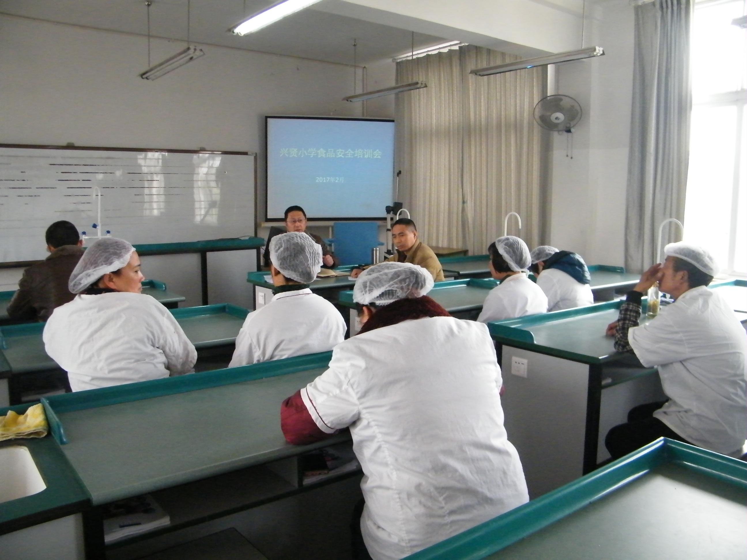 食品安全管理人员培训考卷 答案