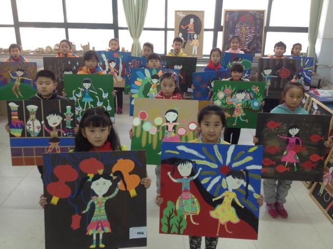 小学 举办新年农民画学生汇报展