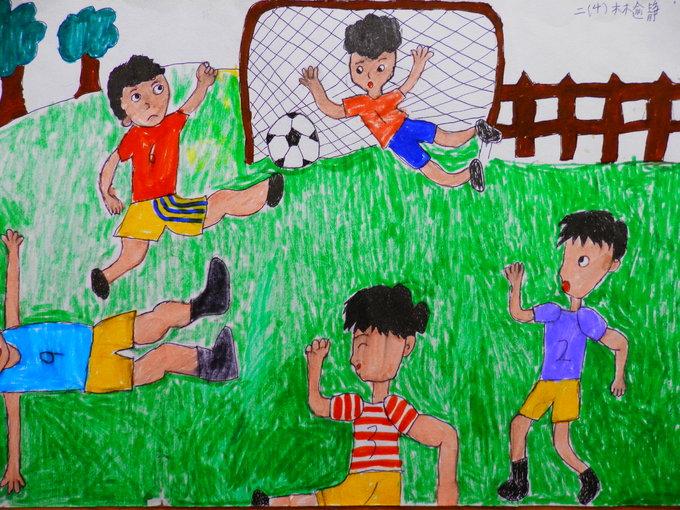 踢足球是我班孩子特别喜欢的一项运动,孩子看得多了,决定把踢足球