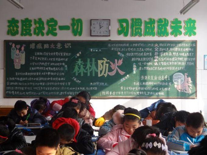 此次活动中学生们大显身手,各个班级黑板报主题鲜明,图文并茂,意义图片