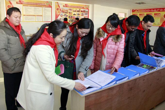 委 县委领导到华杰双语学校调研少先队活动进课程工作